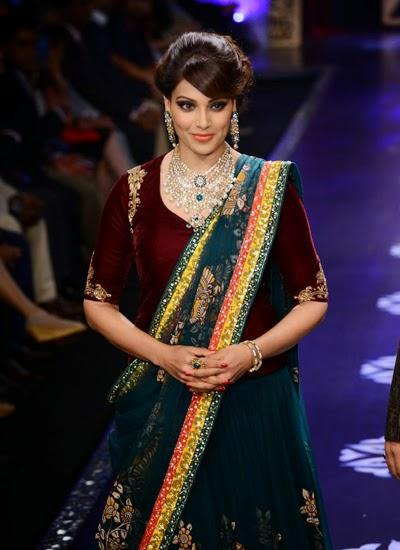Bipasha Basu Looks Elegant On The Ramp Of IIJW 2014 Event
