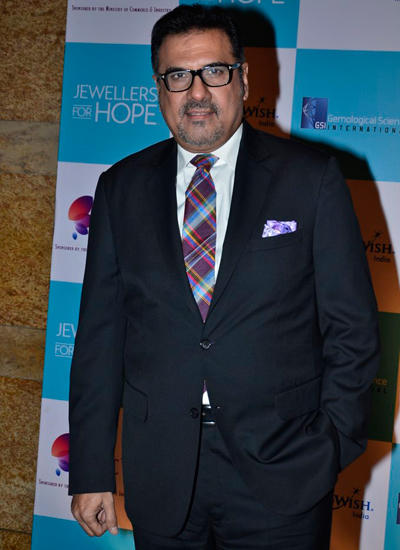 Boman Irani Nice Look In Black Suit Posed During GJEPC Awards 2014