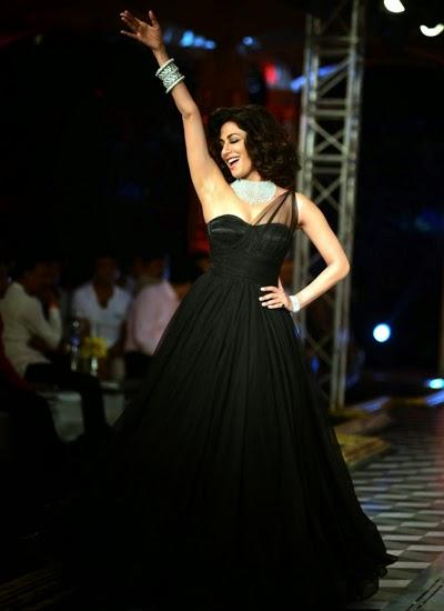 Chitrangada Singh Danced On The Ramp Of Final Day Of ICW 2014