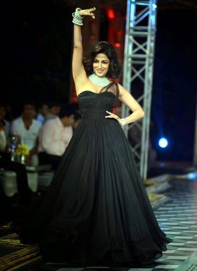 Chitrangada Walking The Ramp In True Diva Style, The Grand Finale By Shree Raj Mahal Jewellers
