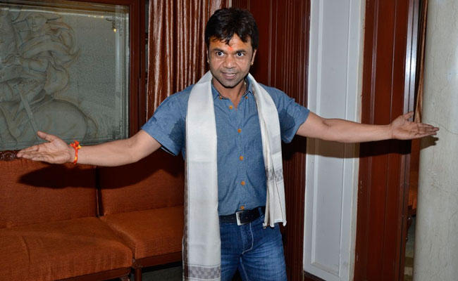 Rajpal Yadav Cool Pose For Camera During The Launch Of Dagdabai Chi Chawl Film