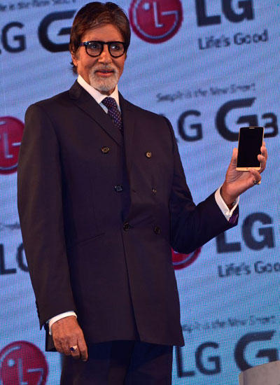 Amitabh Bachchan Pose With LG G3 Smartphone At It's Launch Event
