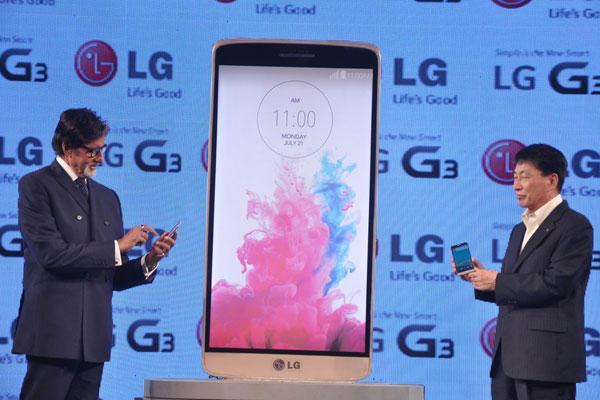 Bollywood Legend Amitabh Launches LG G3 Smartphone