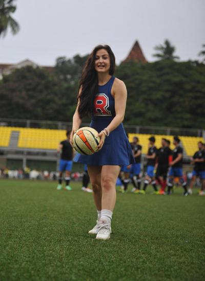 Elli Avram As Football Cheerleader At Ira Khan Organised Charity Football Match In Mumbai