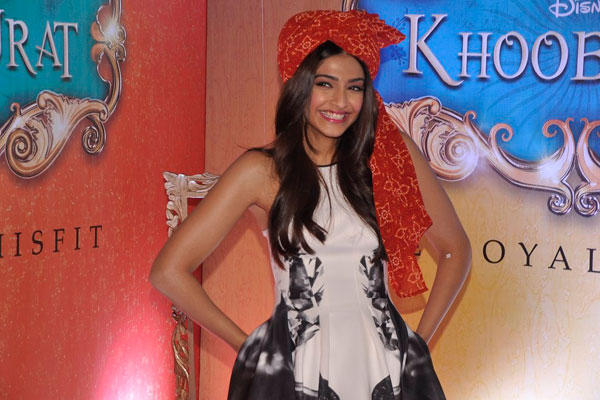 Sonam Kapoor Fun Still For Audiance At Khoobsurat Trailor Launch