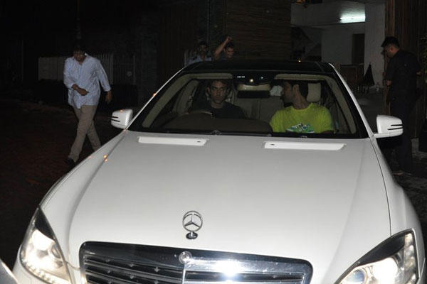 Hrithik And Kunal Leave Together From Aamir Khans Residence After The Party