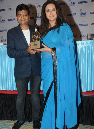 Poonam Dhillon Pose With International Indian Achievers Awards