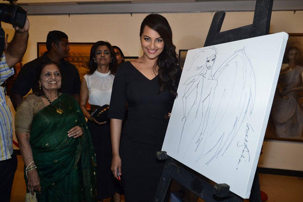 Sonakshi Sinha Posed With A Painting At Jehangir Art Gallery