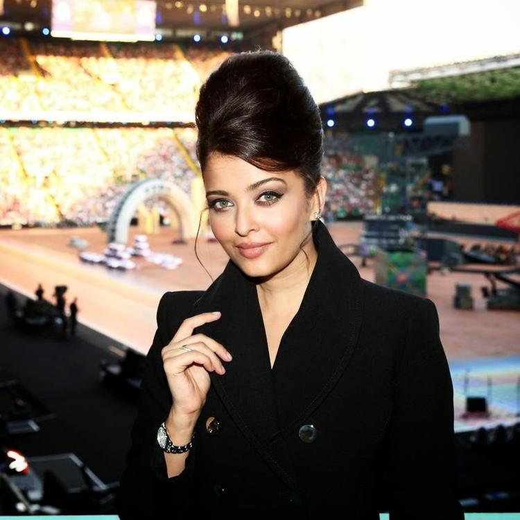 Aishwarya Rai Bachchan Elegant Look During Glasgow Commonwealth Games 2014 Opening Ceremony