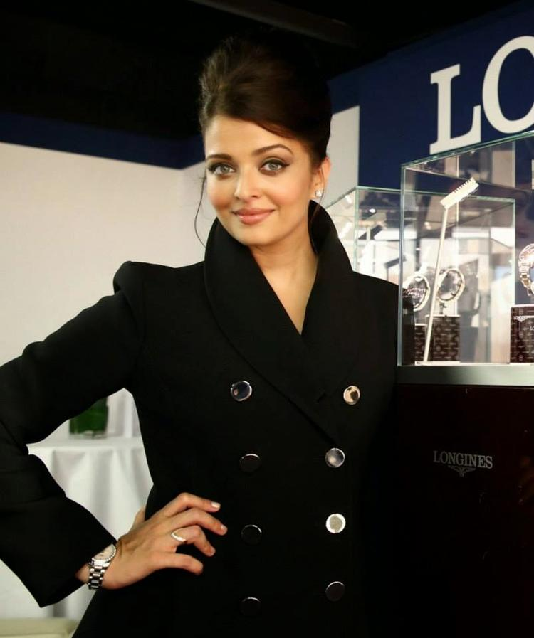 Longines Ambassador Aishwarya Beautiful Look During The Opening Ceremony Of Scotland Commonwealth Games