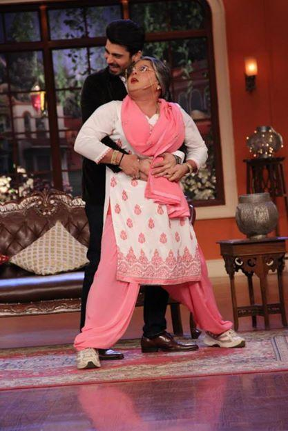 Dadi And Fawad Fun Still During The Promotion Of Khoobsurat At CNWK Show
