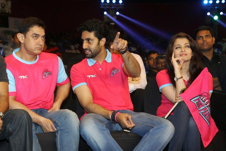 Aamir Discussed With Abhishek And Aish Enjoy The Match During The Pro Kabaddi Match Between U Mumba And Pink Panthares