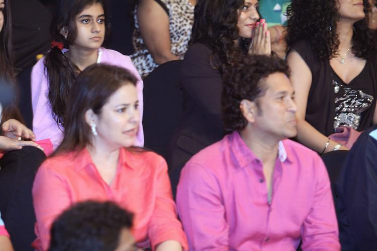Cricket Legend Sachin With His Wife Anjali At The Jaipur Pink Panthers Pro Kabaddi League