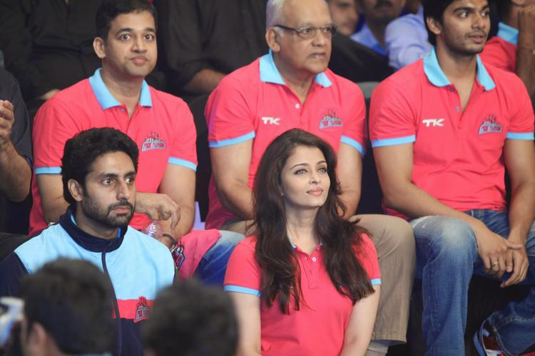 Abhishek With His Wife Aishwarya Attend The Pro Kabaddi League 1st Day