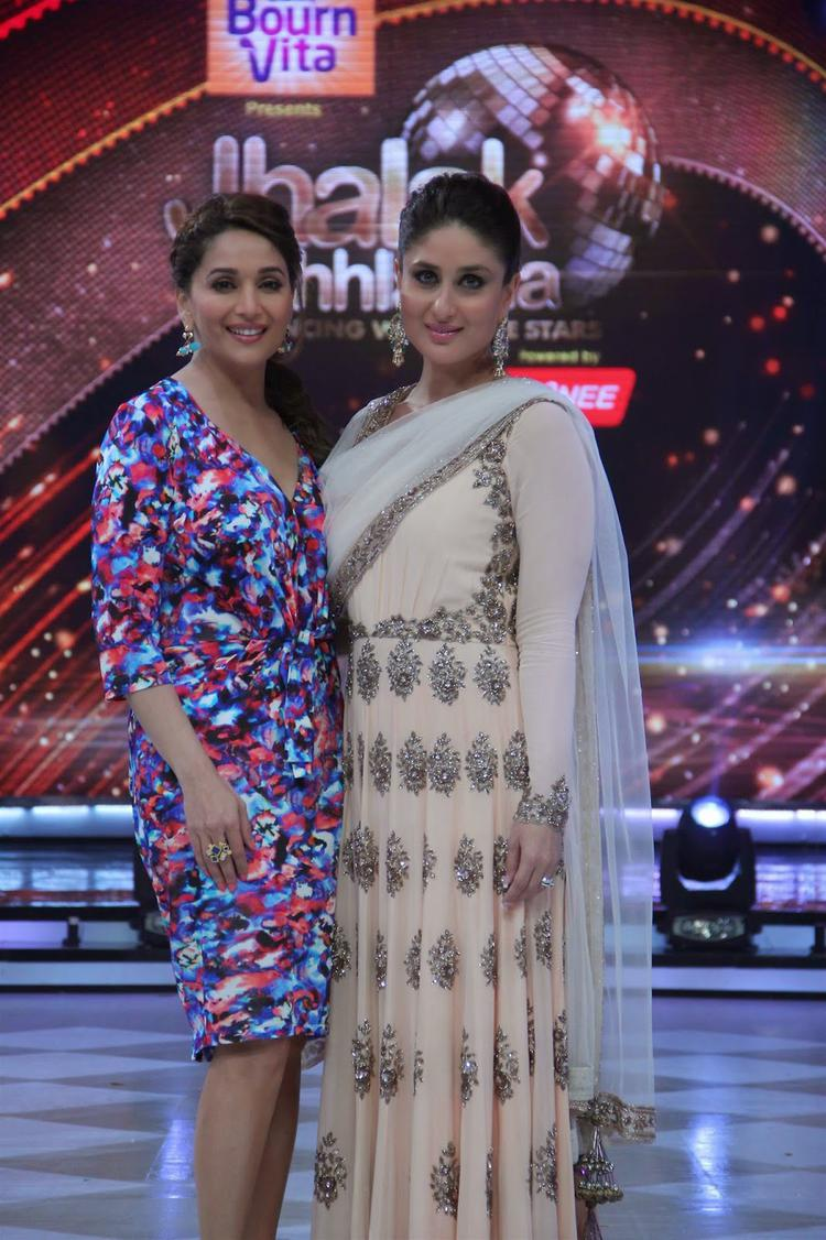 Madhuri And Kareena Posed For Selfie At The Promotion Of Singham Returns On The Sets Of Jhalak Dikhhla Jaa 7