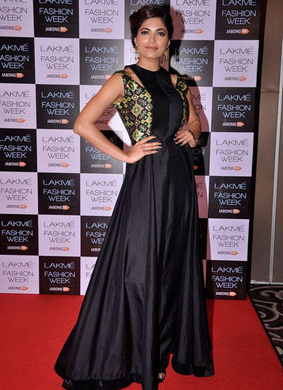 Parvathy Omanakuttan Strikes A Pose During LFW Winter/Festive 2014 Curtain Raiser