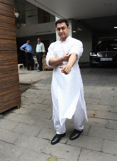 Aamir Khan Spotted A Spotless White Kurta On The Occasion Of Eid