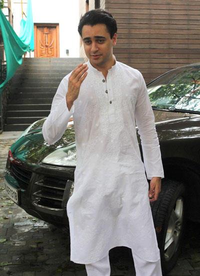Imran Khan Salam Pose For Camera During Eid