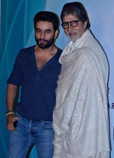 Shekhar Ravjiani And Big B Posed For Camera During The Launch Of Shekhar Ravjiani New Single Hanuman Chalisa
