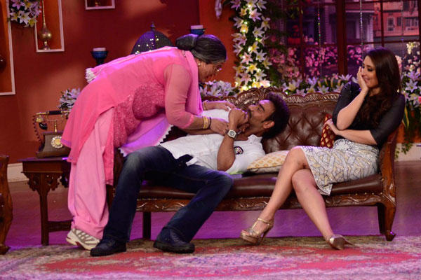 Ali Try To Kiss Ajay And Kareena Laughing On The Sets Of Comedy Nights With Kapil