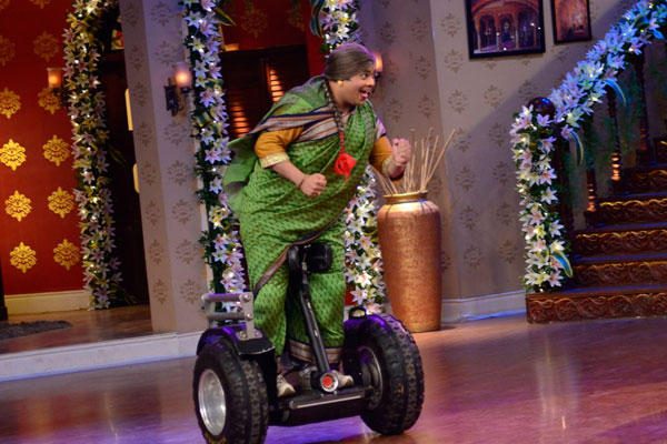 Kiku Sharda Enters On A Self Balancing Two-Wheeler On The Sets Of CNWK