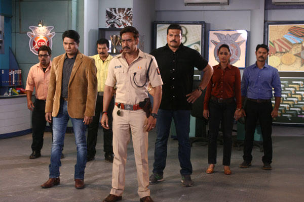 Ajay Devgan Promotes Singham Returns On The Sets Of CID With The Team