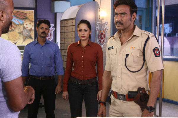 Ajay On Serious Mode During The Shooting At CID Sets For Singham Promotion