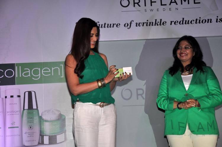 Sonali Looked Chic In A Pair Of White Trousers Paired With A Green Top