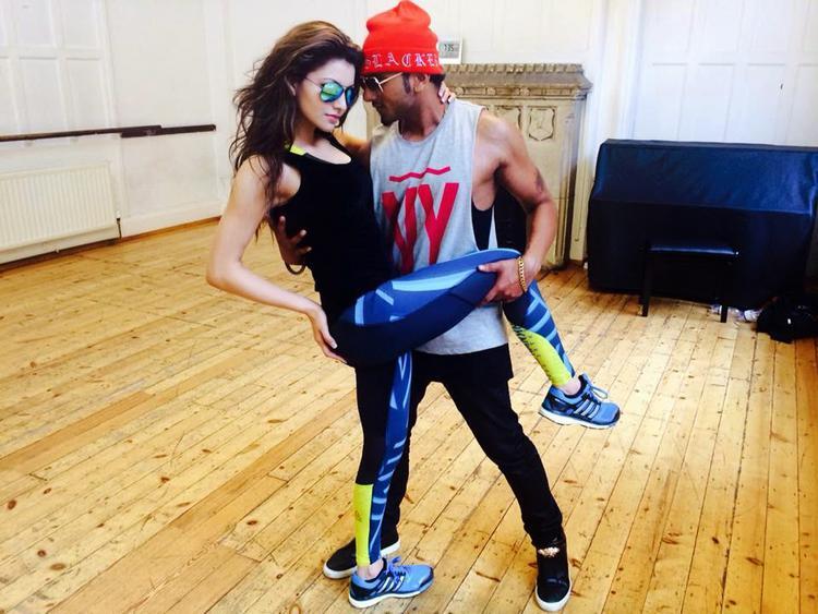 Yo Yo Honey Singh And Urvashi Rautela Hot Pose For  Yoyo's Next Video In London