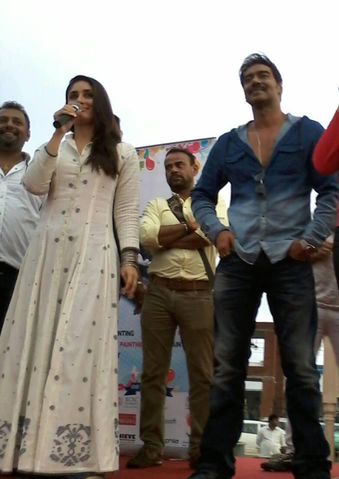 Kareena And Ajay In Jaipur At A Event For Singham Returns Promotion