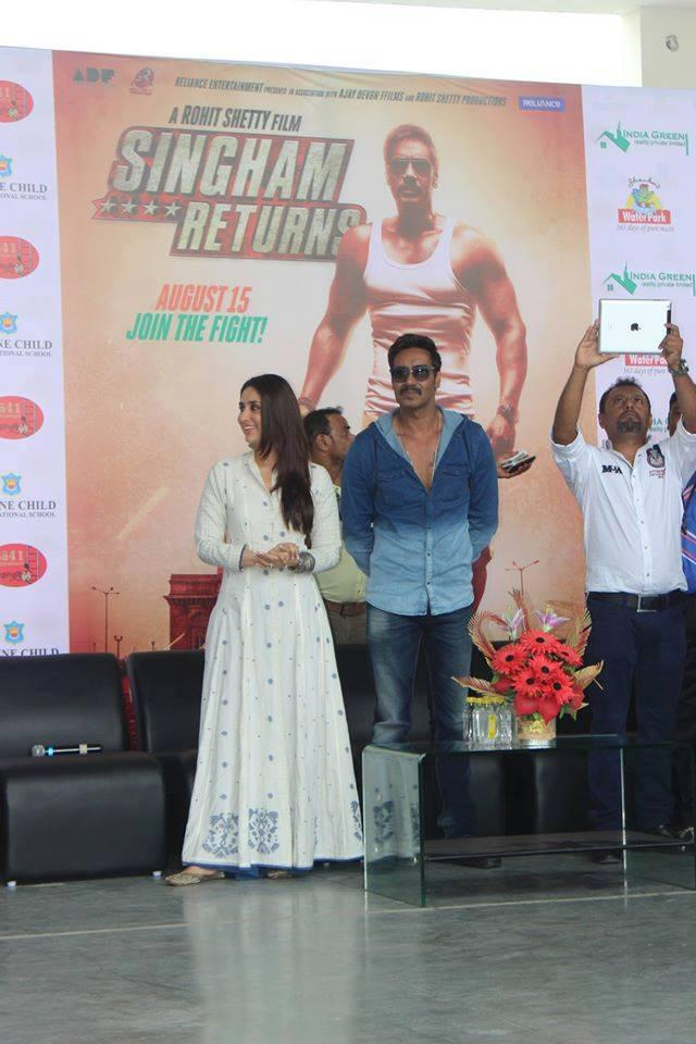 Kareena And Ajay Spotted At Divine School For Singham Returns Promotion