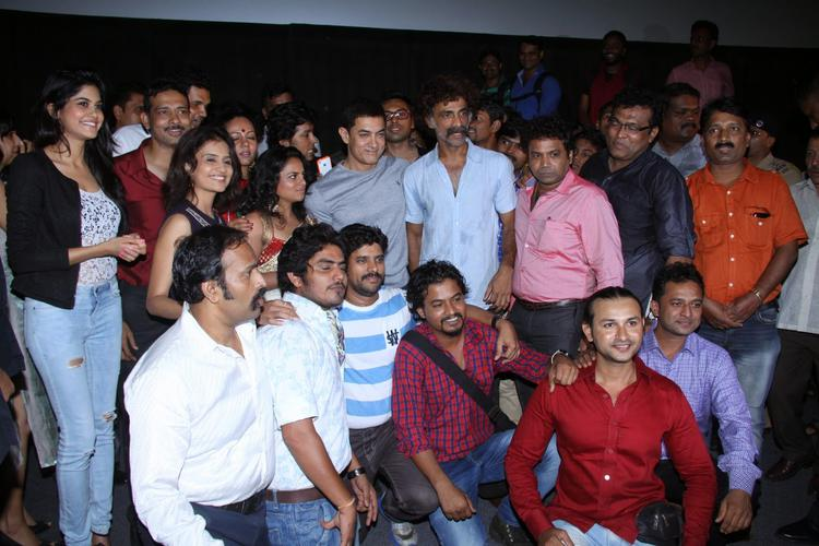 Aamir And Saturday Sunday Star Cast Pose During The Special Screening Of Saturday Sunday