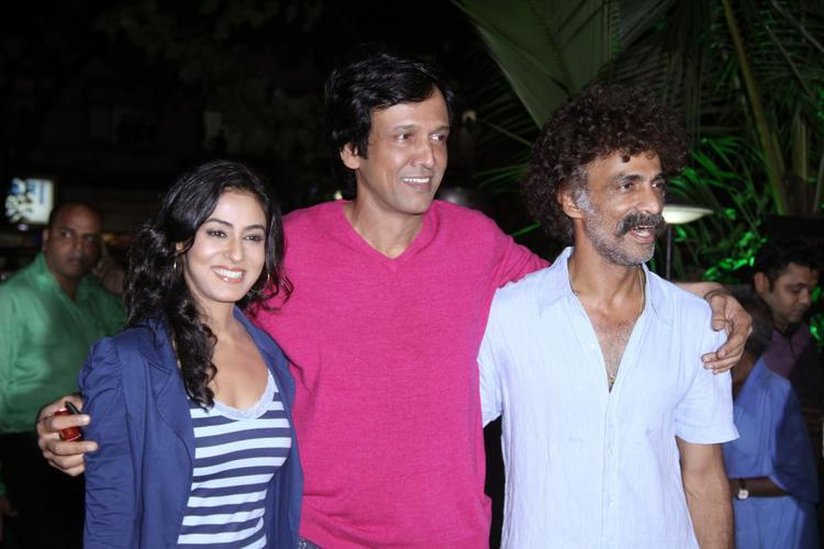 Kay Menon And Makrand Click With Other Stars During The Special Screening Of Saturday Sunday