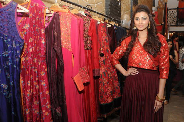 Daisy Shah Wearing Outfits From Hue's Latest Collection At It's Winter Festive Preview