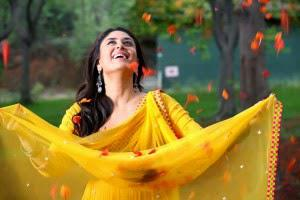 Kareena Kapoor In First Song Of The Film Titled Kuch Toh Hua Hai