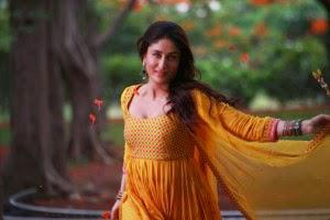 Kareena Kapoor Is Uber Graceful And Enchanting In The Song