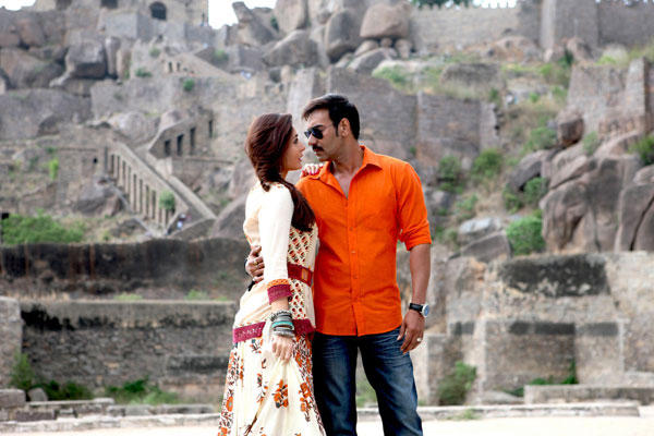 Ajay And Kareena Starrer Singham Returns  First Song Kuch Toh Hua Hai