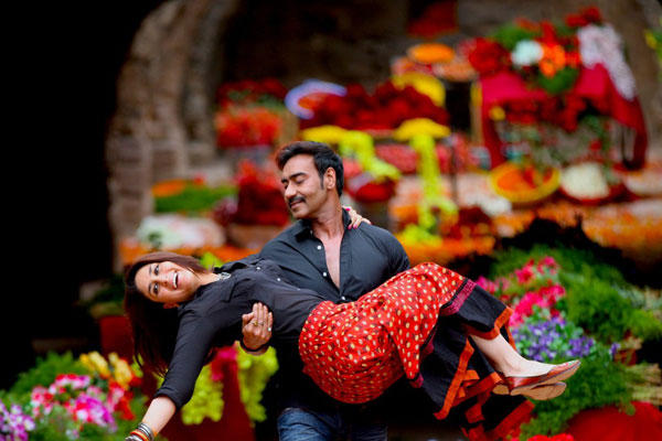 Kareena Kapoor Says Kuch Toh Hua Hai To Ajay Devgan In Singham Returns