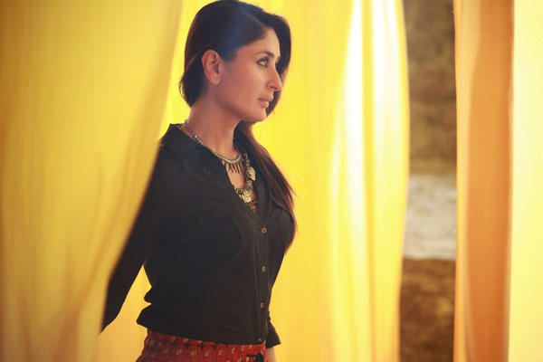 Kuch Tho Hua Hai Song Kareena Still From Singham Returns Movie