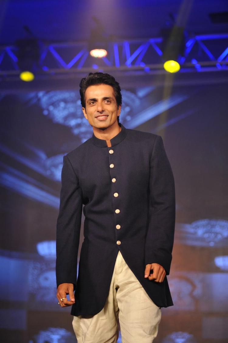 Sonu Sood Walks On Ramp For Manish Malhotra During Happy New Year Trailer Launch