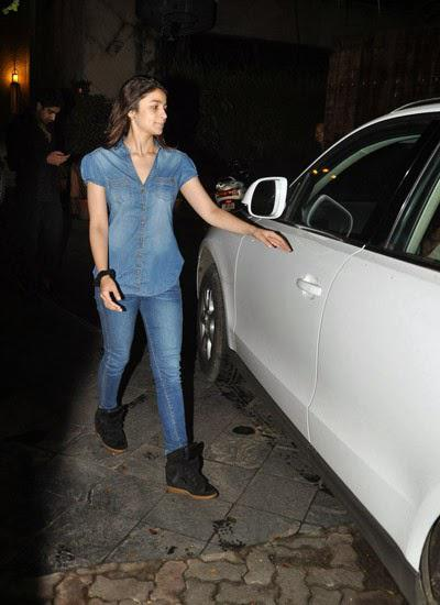 Alia Bhatt In Jeans Tee Looks Trendy At Outside Of Karan Johar House In Mumbai