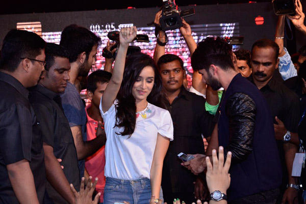 Bollywood Movie Haider Promotion At Umang N.M College Fest