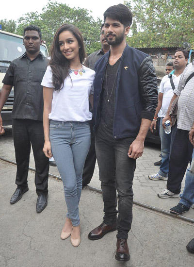 Shahid And Shraddha Spotted At Umang College Festival For Haider Promotions