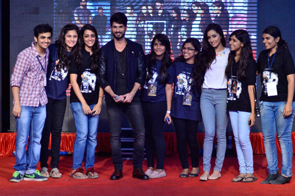 Shahid With Shraddha Promoting Upcoming Film Haider At Umang College Festival In Mumbai