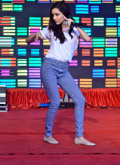 Shraddha Dance On Stage During The Haider Promotion At N.M. College Fest