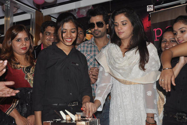 Richa Chadda Cuts Cake At Tamanchey Movie Promotion In Malad