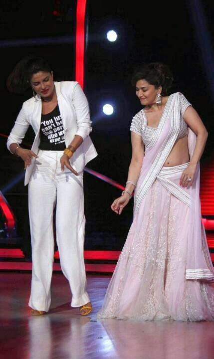 Priyanka Dance With Madhuri And Entertained The Audience At Jhalak Dilkala Jha 7