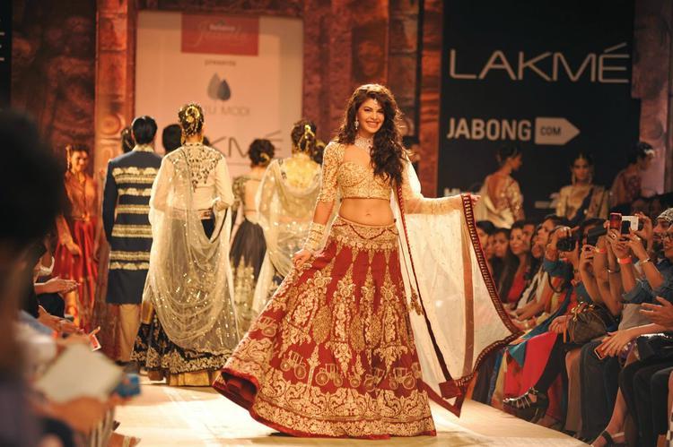 Jacqueline Fernandez Walks The Ramp For Anju Modi At LFW Winter/Festive 2014