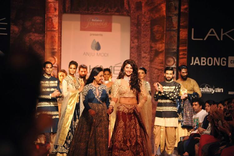 Jacqueline With Designer Anju Modi On The Ramp On Day 1 At LFW Winter/Festive 2014