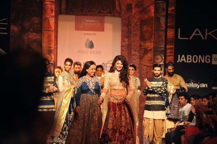 Jacqueline Showstopper For Designer Anju Modi On Day 1 At LFW Winter/Festive 2014
